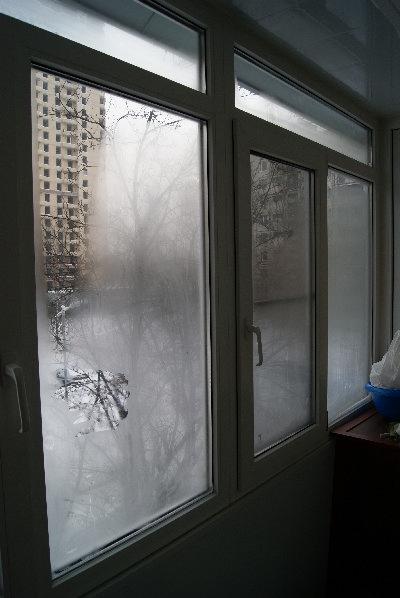 Почему потеет окно на кухне